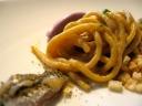 Bigoli integrali con acciughe alici marinate e gelato di cipolla di tropea. (Nicola Portinari, La Peca, Lonigo)